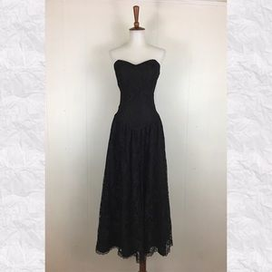 Vintage 80's Lace Strapless Sweetheart Midi Dress